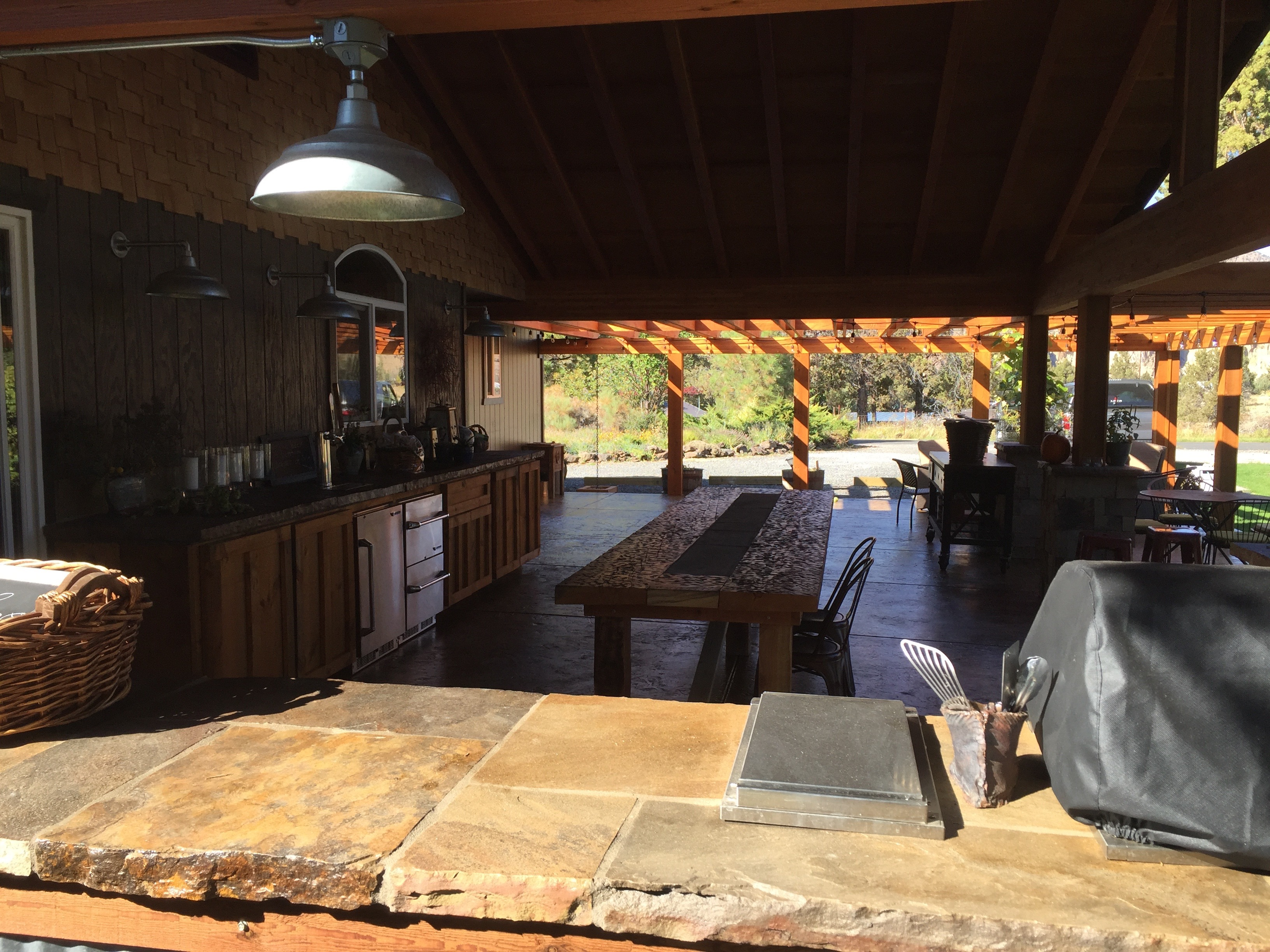 OutdoorLiving.CentralOregon.PAvillion.Pergola.Kitchen.Oregon.H2HandyPro